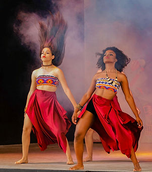 women-dancing-1719936.jpg