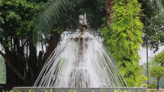 Fountains and cupids in park.mov