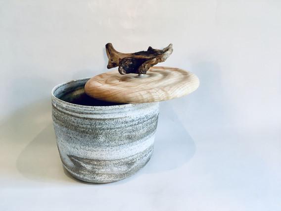 Boîte en céramique et bois