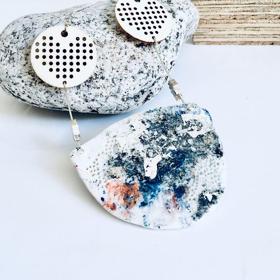 collier porcelaine, bois et argent