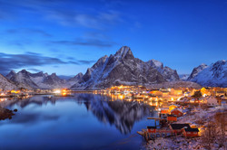 blue hour in Reine