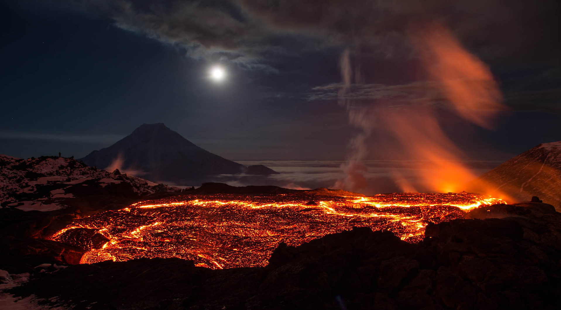 volcanoes-wallpapers-28095-1935725.jpg