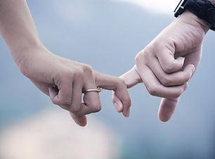 情侶手牽手