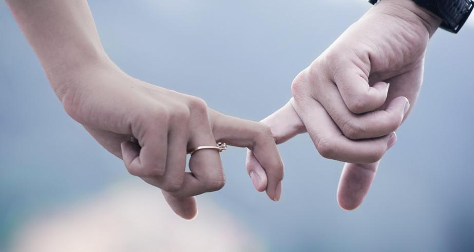 Par holde hænder