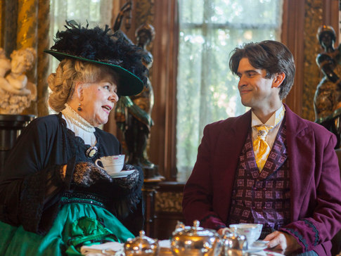 Algernon – Patrick Hill, Lady Bracknell – Marie-Therese Byrne