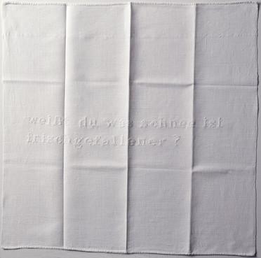 weisst du was schnee ist, 1994 Stickerei auf Leinen 80 x 80 cm courtesy Sammlung Kreutzer
