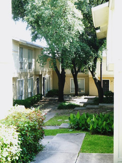 Denton Student Apartments Exterior Courtyard