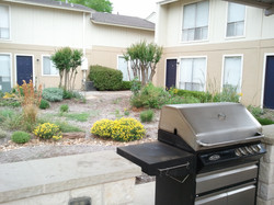 Denton Student Apartments Exterior Chill and Grill area