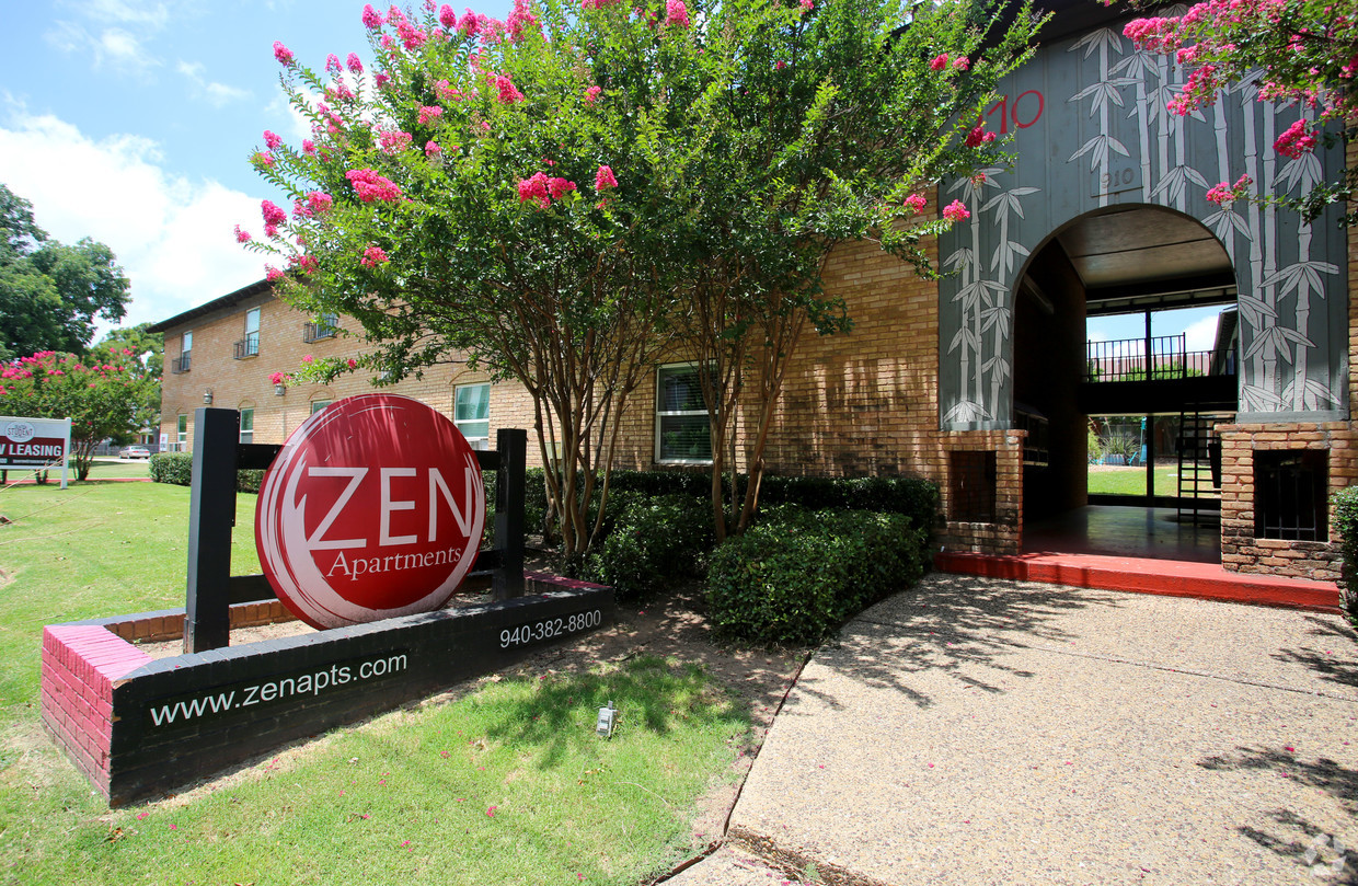 Denton Student Apartments Zen Exterior