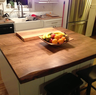 002 - MAPLE STAINED LIGHT WALNUT COUNTER FOR ISLAND