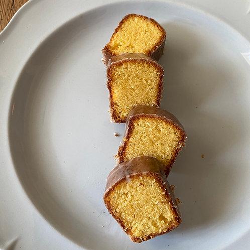 レモンのポレンタケーキ