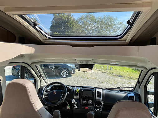 Knaus Cockpit.jpg