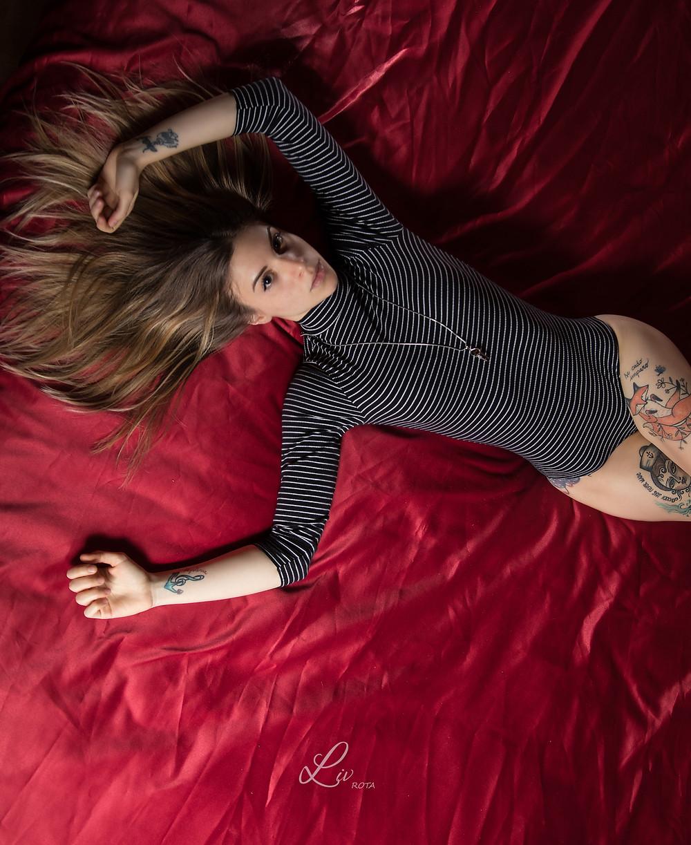 Alessandra & letto rosso satinato
