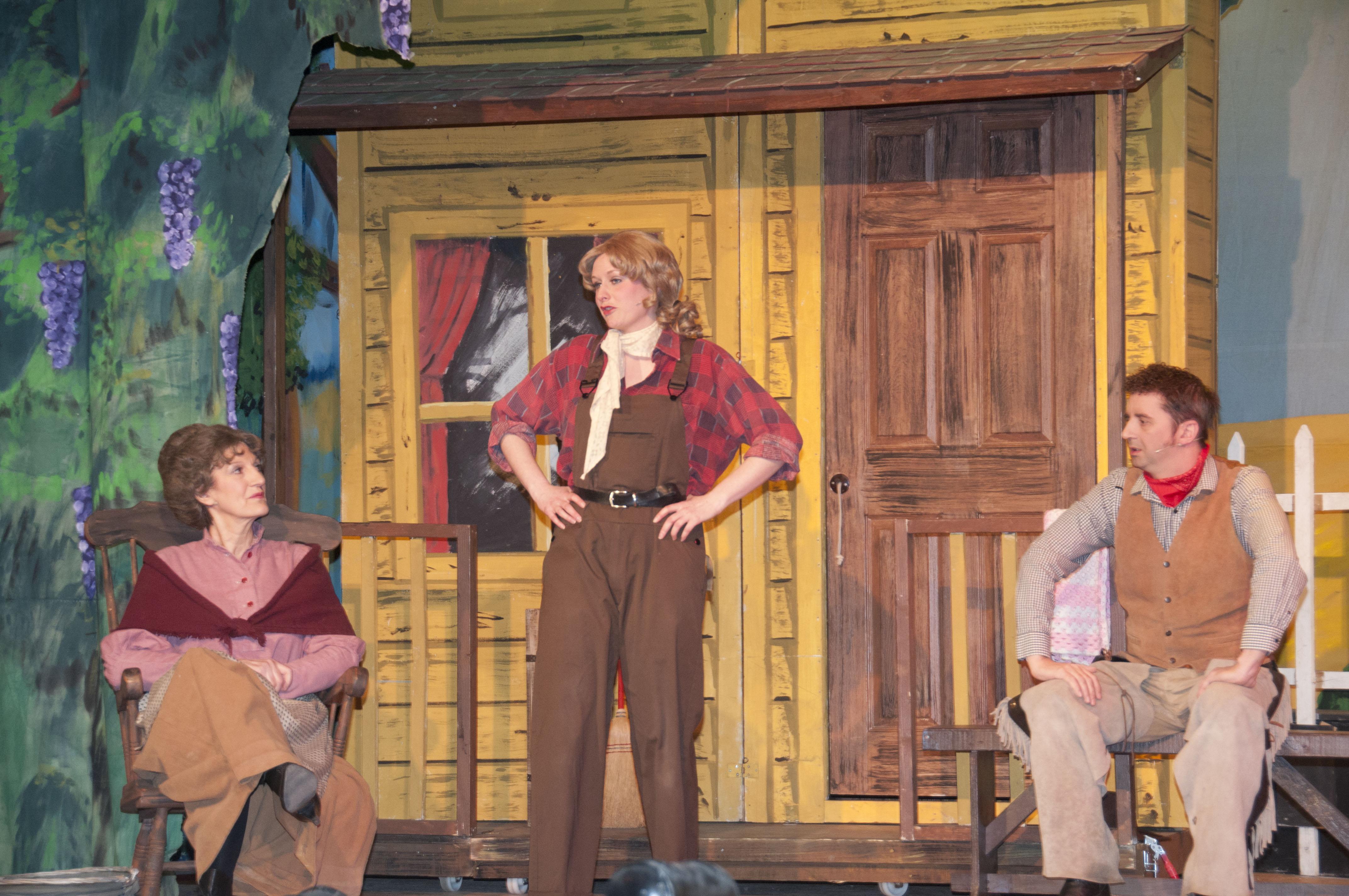 Aunt Eller, Laurey & Curly