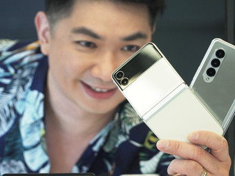 Samsung Galaxy Z Fold3 5G & Z Flip3 5G First Look: An Under Display Camera on the New Z Fold3 5G!