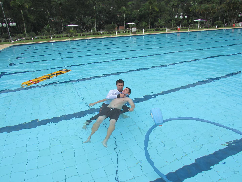 instrutor de guardião de piscinas