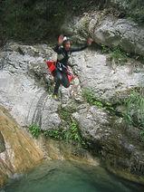 saut dans le canyon de montmin ,sur la route du col de la forclaz, prés du lac d'Annecy