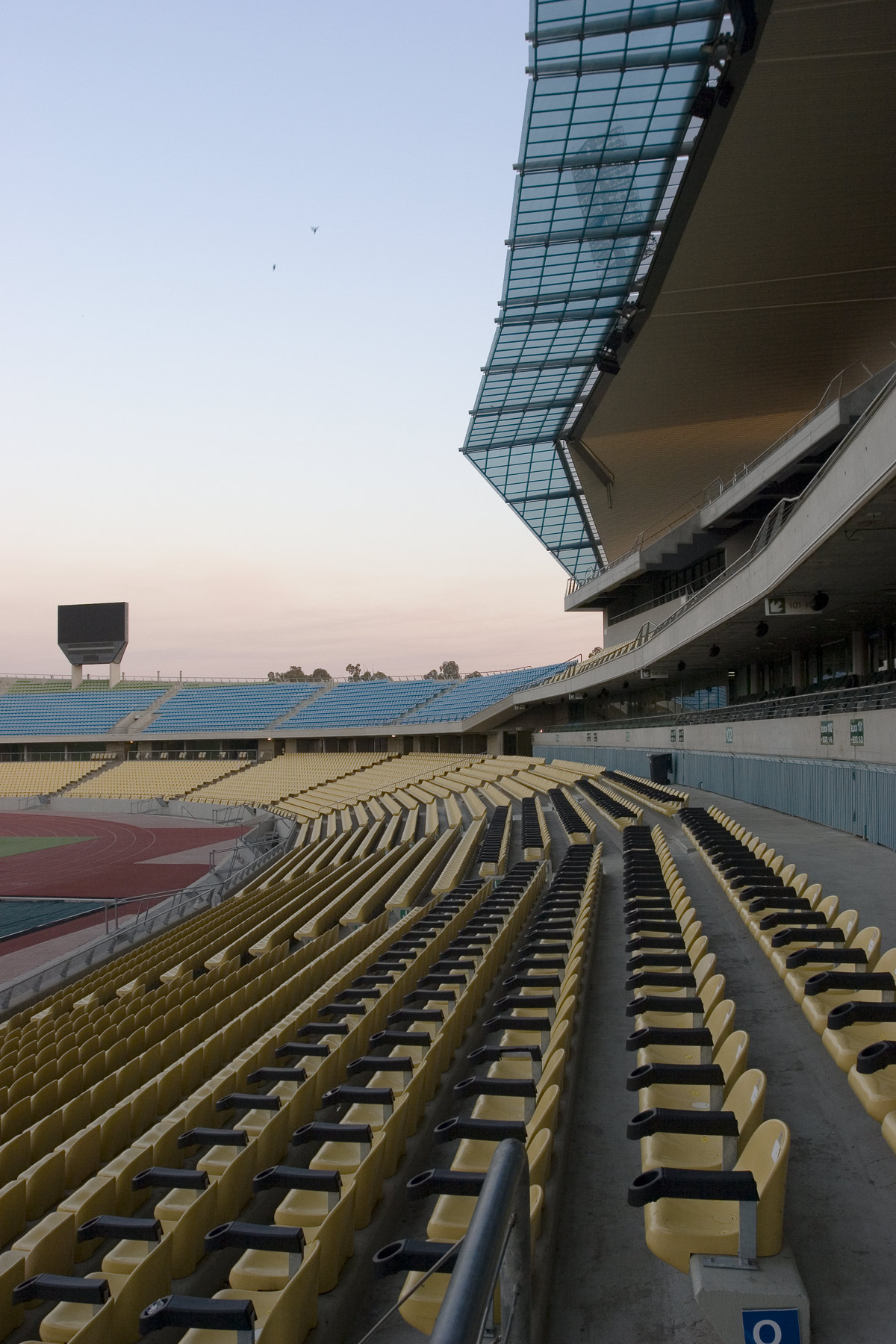 762--Main-Roof-int-SW-stade