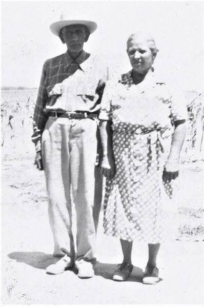 Viviano and Tomasa Alcorta,  August 1946