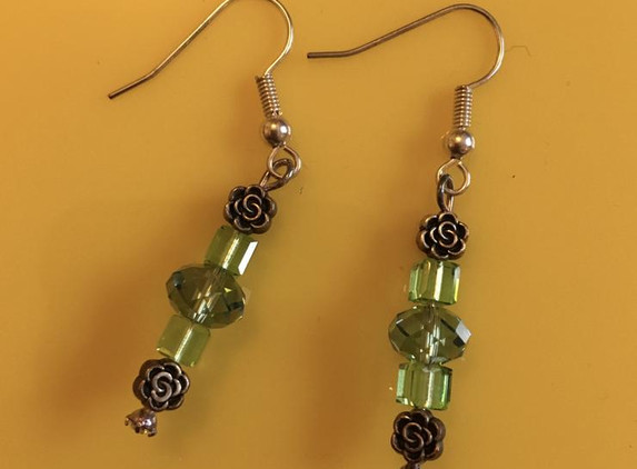 green-crystal-and-single-rose-earrings-1