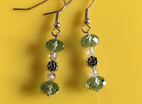 green-crystal-and-single-rose-earrings