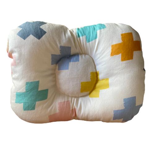 Almofada de braço para apoio do bebê na amamentação cruz