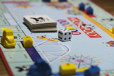 board-game-play-gesellschaftsspiel-monop