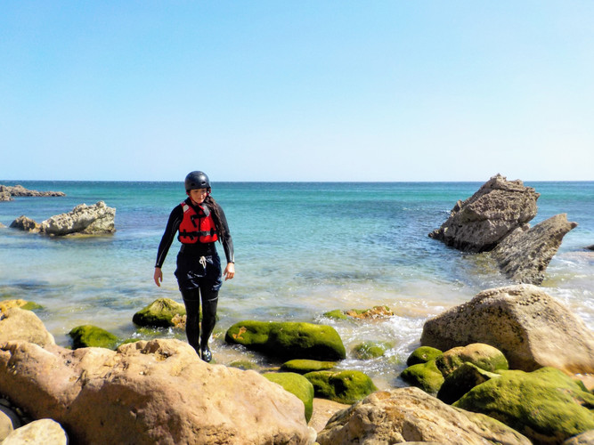 Exploring secret beaches and coves in Algarve