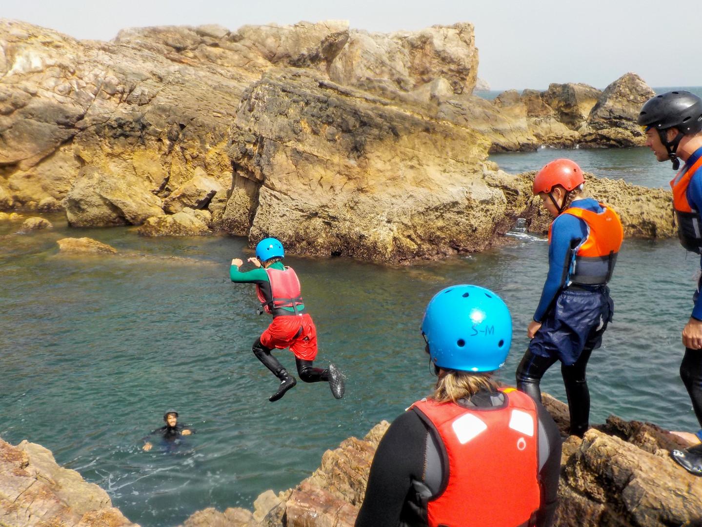 Amazing scenarios for cliffjumping Algarve