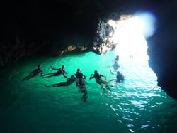 Saltar para dentro de uma gruta