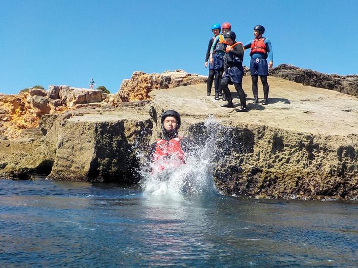 """Fazer """"splash"""" na água sabe incrivelmente bem!"""