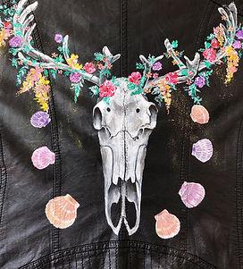 textile painting, textile art, power animals, animal art, tekstiilimaalaus, tekstiilitaide, eläintaide, voimaeläin, skull, kallo, poro, reindeer