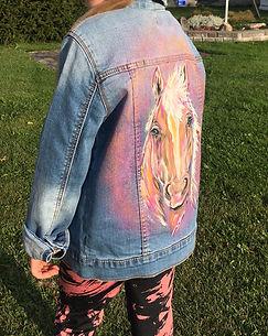 textile painting, textile art, power animals, animal art, tekstiilimaalaus, tekstiilitaide, eläintaide, voimaeläin, horse, hevonen