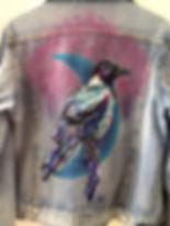 textile painting, textile art, power animals, animal art, tekstiilimaalaus, tekstiilitaide, eläintaide, voimaeläin, varis