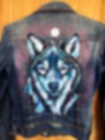 textile painting, textile art, animal art, tekstiilimaalaus, voimaeläin, wolf, susi, denim jacket, farkkutakki