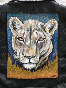 textile painting, textile art, power animals, animal art, tekstiilimaalaus, tekstiilitaide, eläintaide, voimaeläin, lion, lioness, leijona