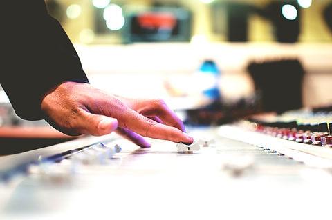 Mão no Soundmixing Board