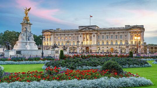 100223-640x360-buckingham-palace-dusk-64