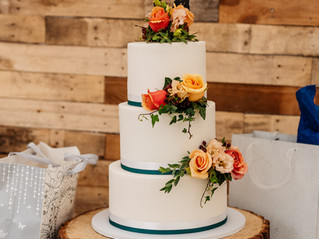 Wedding cakes Lincolnshire -4 alternatives to sugar flowers for wedding cakes