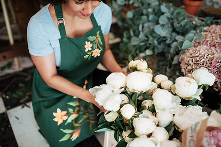 elevated-view-female-florist-arranging-w