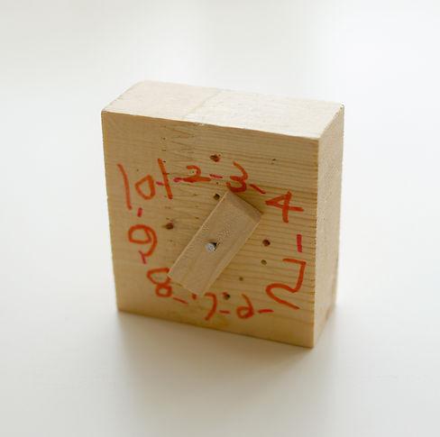 Toy relógio de madeira