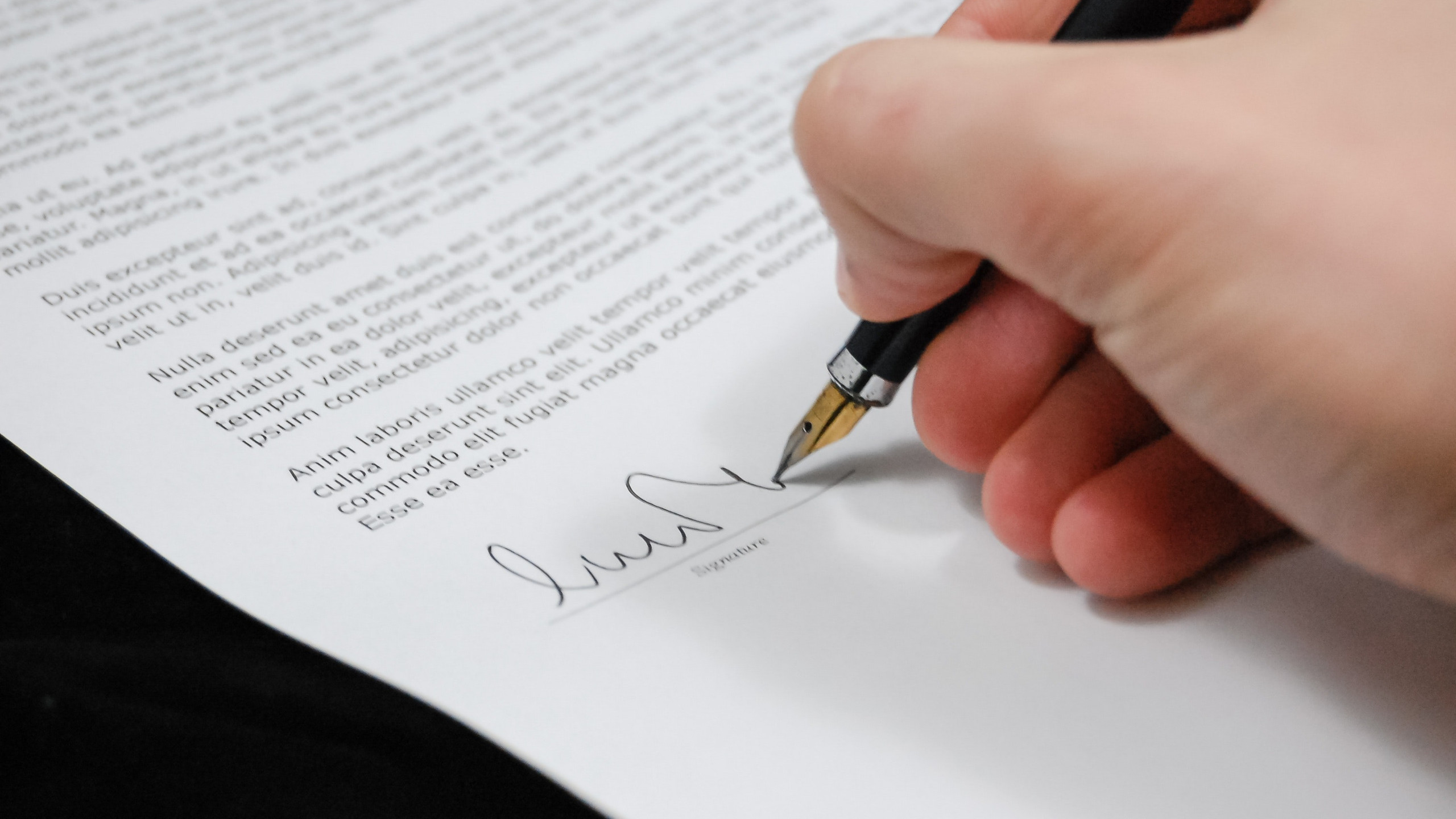 signing a contract with your event photographer