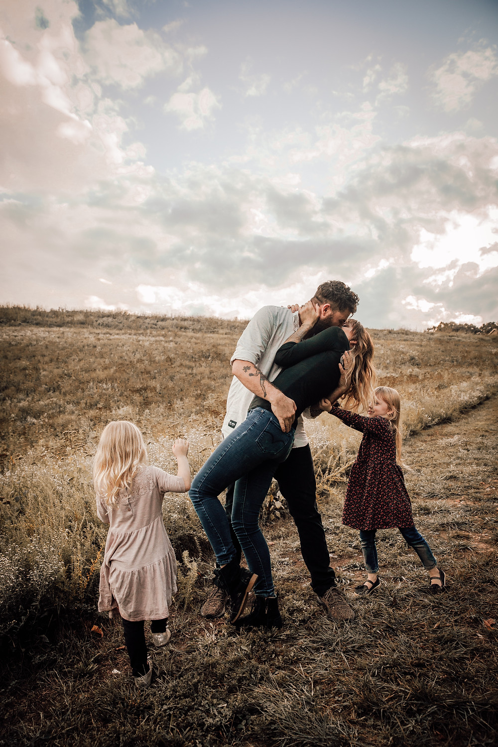 A family photoshoot session on the outskirts of the country side