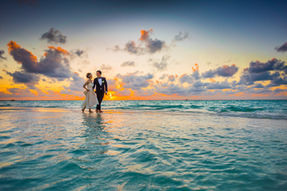 Photo shoot of a newly wedded couple walking on the beach in Dubai