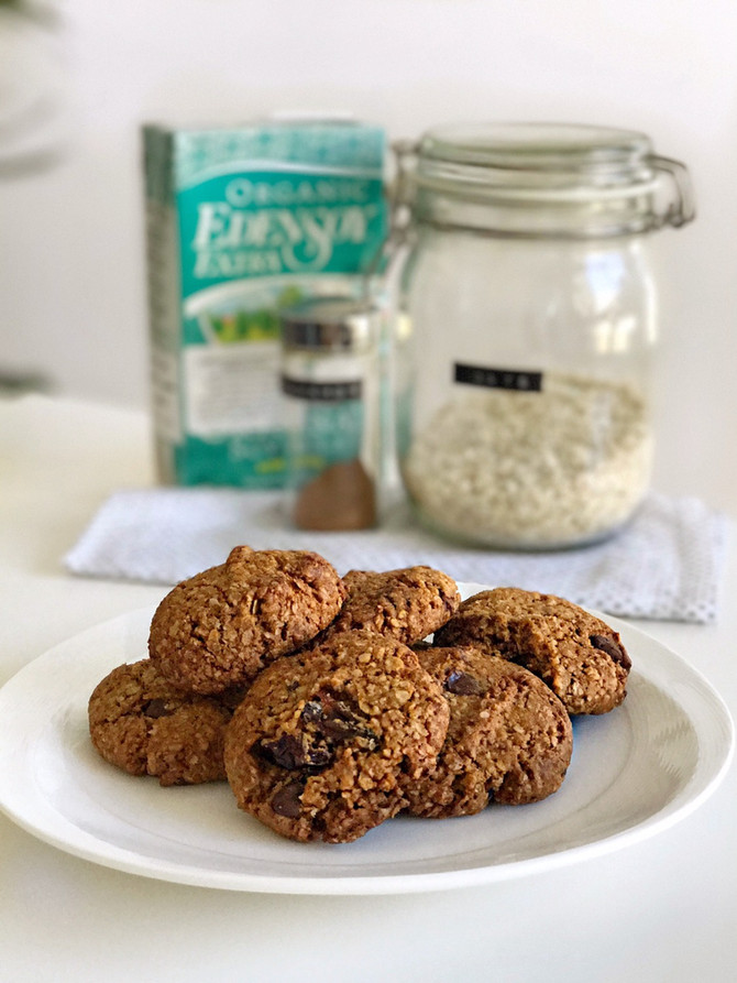 Walnut, Date, Chocolate Oat Cookies (gluten free, vegan)