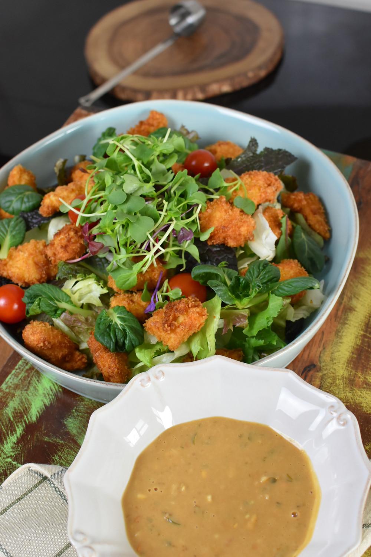 코코랩 팩토리 피넛코코넛 소이 드레싱의 치킨 샐러드