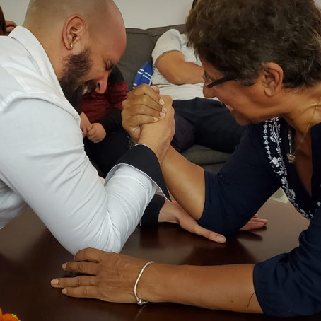 BEATING MY MOM IN ARM WRESTLING