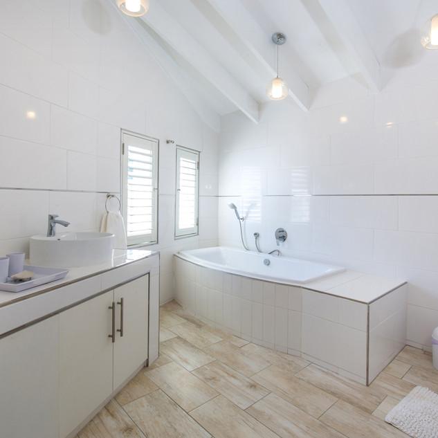Clyde Bathroom 2.jpg