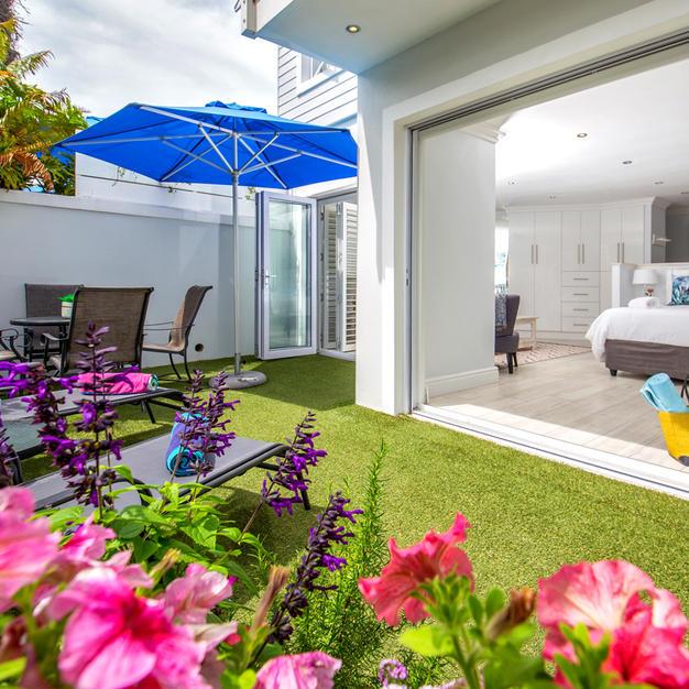 Private Garden for Breakfast,Drinks,Sun Bathing etc