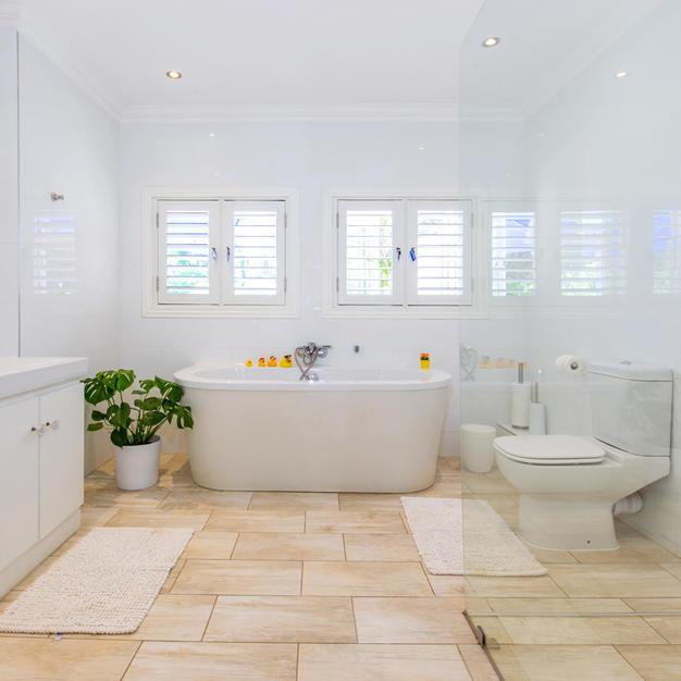 Bathroom with Large Bath & Double Basins